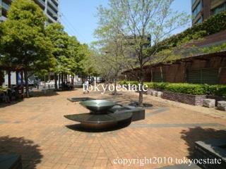 青山パークタワー 中庭
